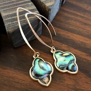 Jewelry - Gold mother of pearl drop earrings